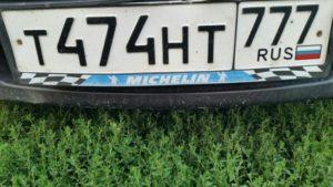 В чем преимущества зеркального номера на автомобиль