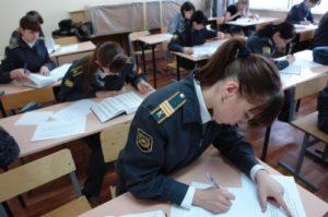 Можно ли девушке без юридического образования работать пограничником