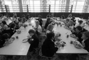 Во сколько обедают в школе вмоскве