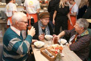 Где можно бесплатно поесть в москве малоимущему