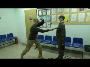 Видео урок как правильно бить резиновой палкой охраннику 4 разряда