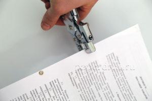 Где на договорах скреплять степлером